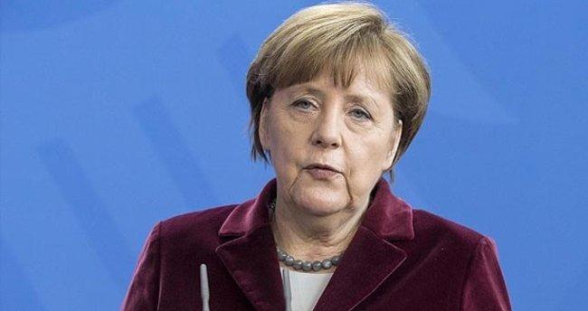 Merkel: Darbeye karşı durmalıyız