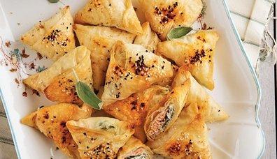 Somonlu peynirli üçgen börek tarifi