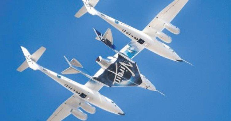 Virgin Galactic ilk kez bir yolcuyla uzayda