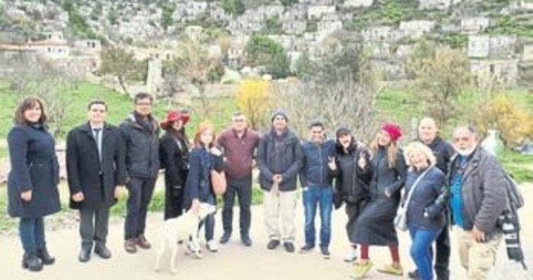 İngiliz gazeteciler Fethiye'de uçtu