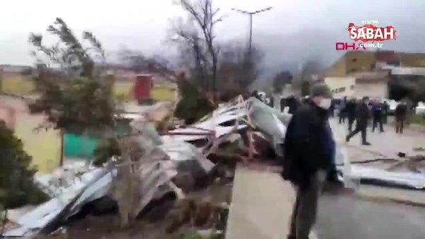 Bursa'da fırtına! Ortalık savaş alanına döndü, çatı uçtu… | Video