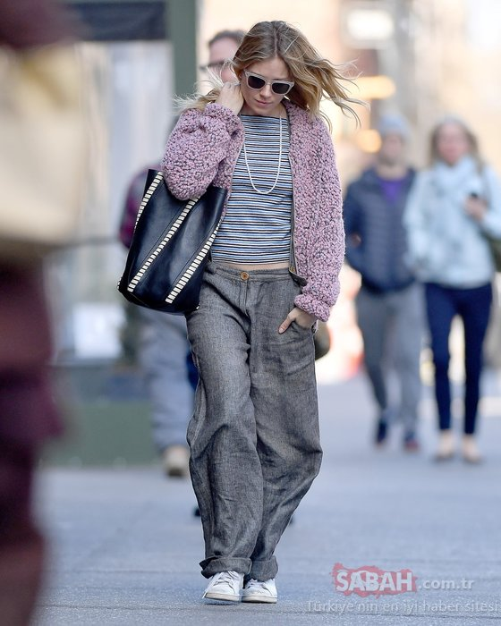 Gri pantolon modası...