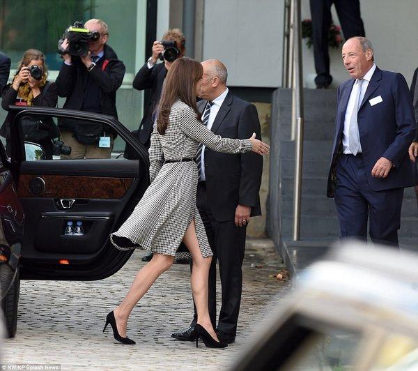 Kate Middleton Ralph Lauren elbisesiyle göz kamaştırdı