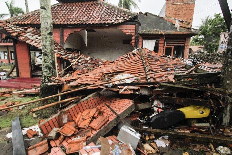 Endonezya'daki faciada acı bilanço artıyor