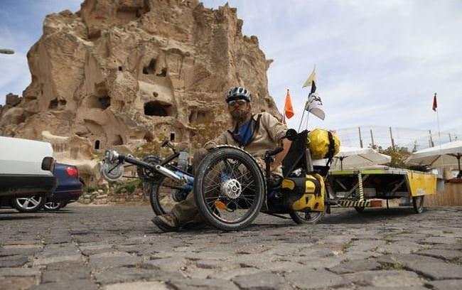 Güneş enerjili bisikletle dünya turu
