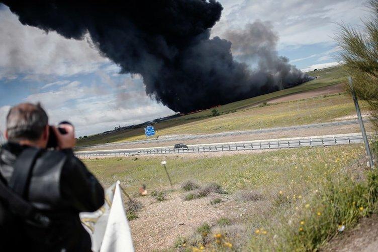 İspanya'da lastik mezarlığında yangın