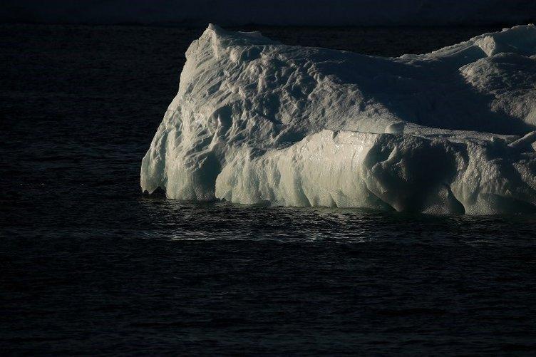 NASA duyurdu! Dev buz dağı koptu...