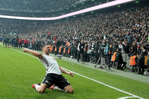 Beşiktaş'tan flaş Tosic ve Demba Ba kararı