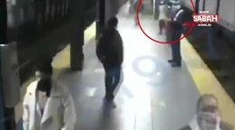 ABD New York'ta metro istasyonunda dehşet! Kadın yolcuyu raylara itti   Video