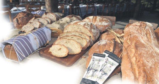 Kahramanlar Altınköy'de ekmek ve hoşafla anıldı