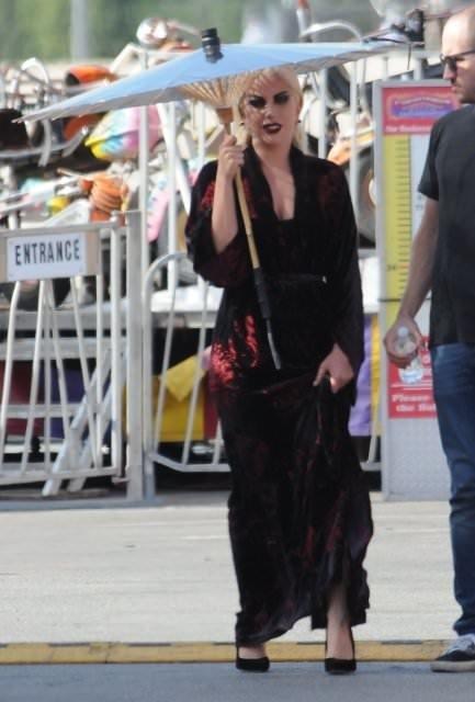 Lady Gaga'dan siyah şov!