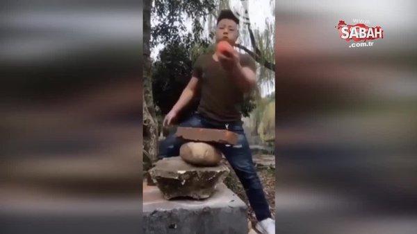 Bu adam insan olamaz! İşte çıplak elle taş kıran, demirleri tekme atarak eğen adamın şaşkınlık veren videosu...