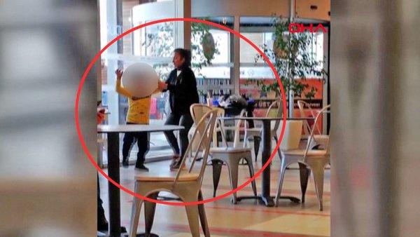 SON DAKİKA: Ankara'da tepki çeken skandal olay! AVM'de küçük çocuğu darp eden kadın kamerada | Video