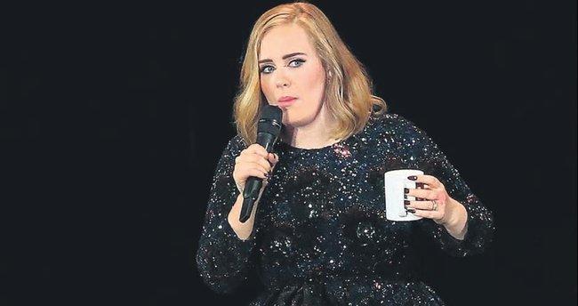 Adele'den herkesi güldüren Beyonce taklidi