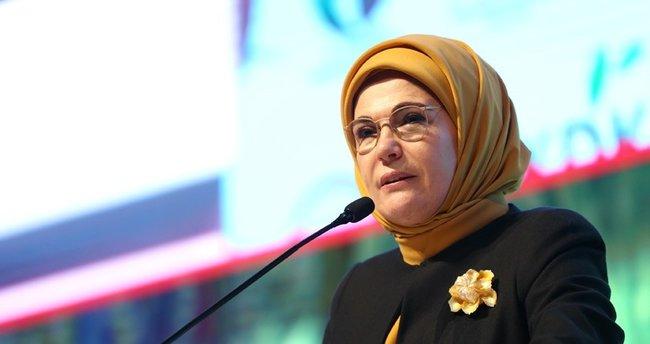 Emine Erdoğan çok sayıda iş kadını, sanatçı ve sporcuları kabul etti
