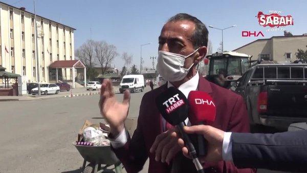 Ardahan'da cadde ve sokakları 21 yıldır takım elbisesiyle temizliyor!