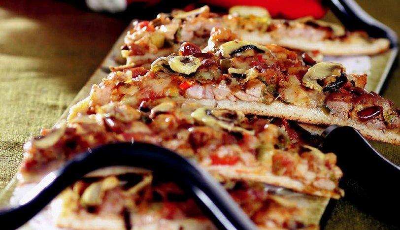 Tavuklu Pizza Tarifi Börekler çörekler Ve Poğaçalar Sofra
