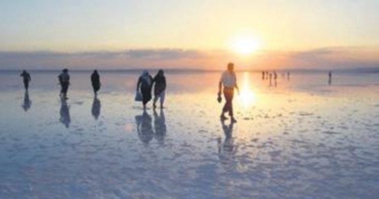 Tuz Gölü'ne günbatımı akını