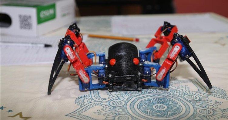 Öğrencilerin yaptığı robot örümcek ilgi gördü