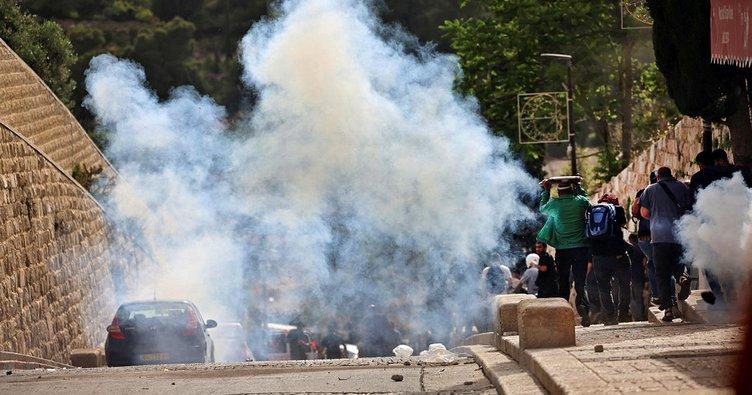 Son dakika: İsrail polisi Mescid-i Aksa'yı işgal ediyor! İşte vahşetin en net görüntüsü...
