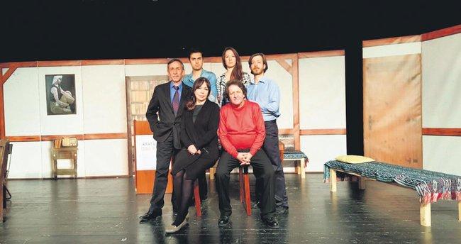 Ilgaz'ın hayatı tiyatro sahnesinde