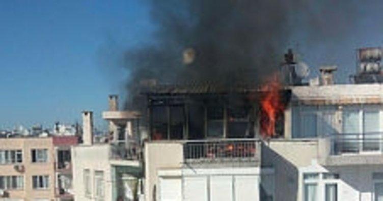Antalya'da ev yangını mahalleyi sokağa döktü