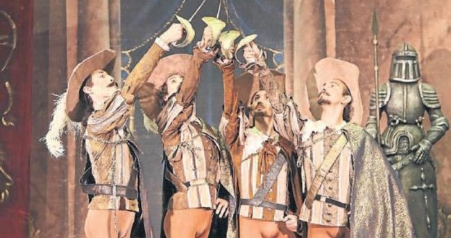 Üç Silahşörler son kez sahnede