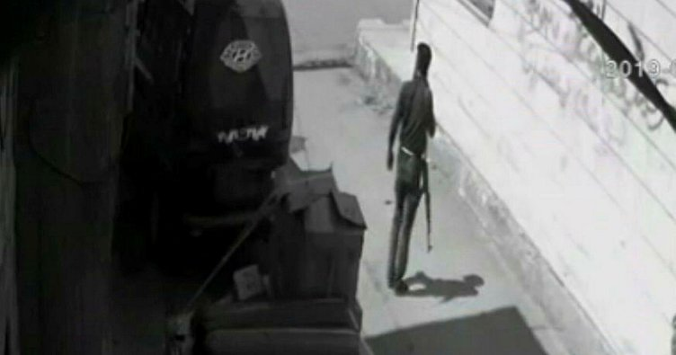 Afrin'de bomba yüklü aracın bırakılma anı kamerada