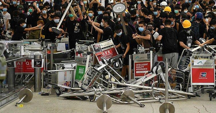 Hong Kong'da havalimanındaki protestolarda 5 kişi gözaltına alındı