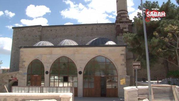 558 yıllık camide bir yılın ardından ilk Cuma kılındı | Video
