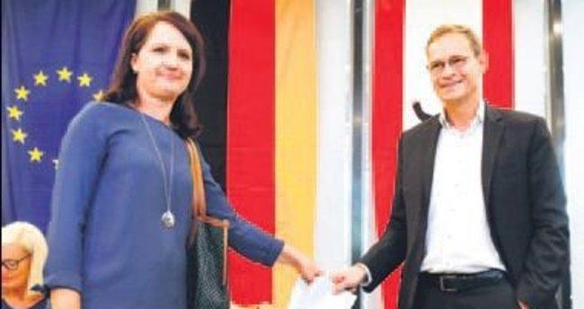 Merkel'e bir darbe de Berlin'de