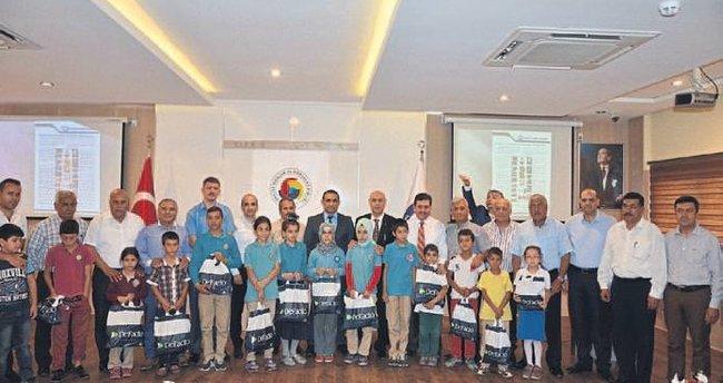 Tarsus Ticaret Borsası 600 öğrenci giydirdi