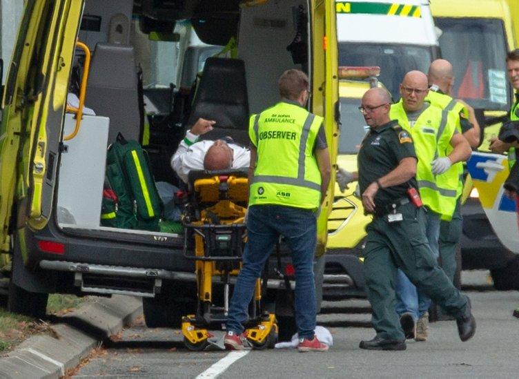Yeni Zelanda'da iki camiye silahlı saldırı! Çok sayıda ölü ve yaralı var...