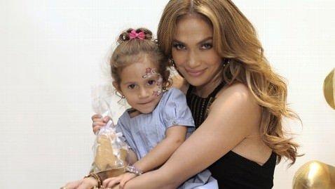 Jennifer Lopez ikizlerini de kendine benzetti
