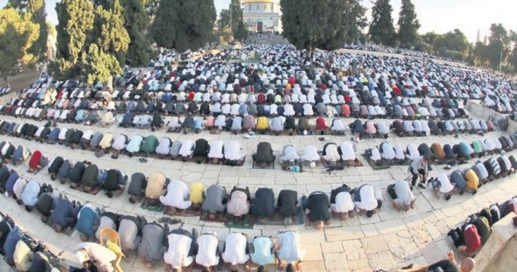 Dünya Müslümanları bayram sabahında buluştu