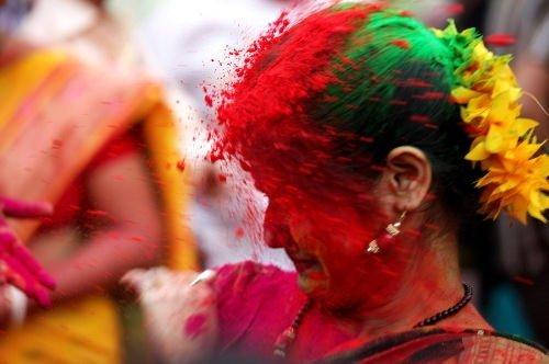 Hindistan sokaklarında renk cümbüşü