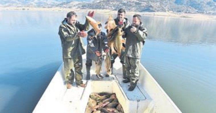 Beydağ Barajı'na 80 bin yavru balık