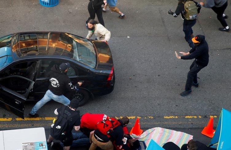 Amerika'da şoke eden görüntü! Protestocuların arasına aracı ile daldı, etrafa ateş açtı