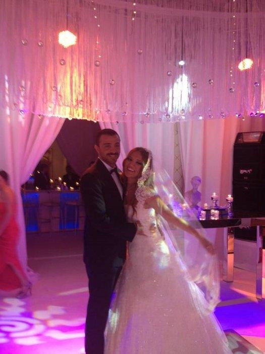 Demet Akalın ile Okan Kurt  evlendi