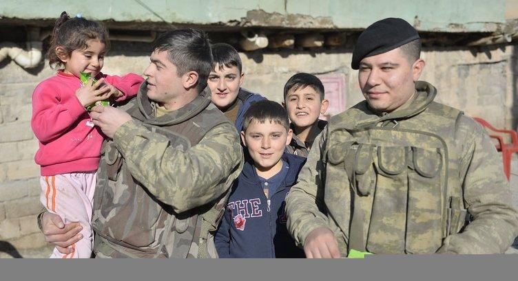 Mehmetçik Silopili çocuklarla maç yaptı