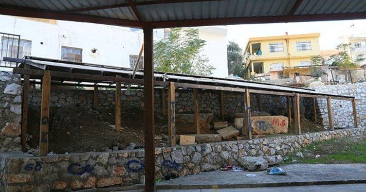 Milas'ta tarihi lahit mezarın kaderine terk edildiği iddiası