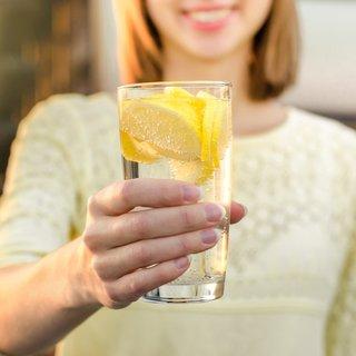 Bir ay boyunca limonlu su içerseniz vücuda etkisi inanılmaz! İşte limonlu suyun mucizevi etkisi