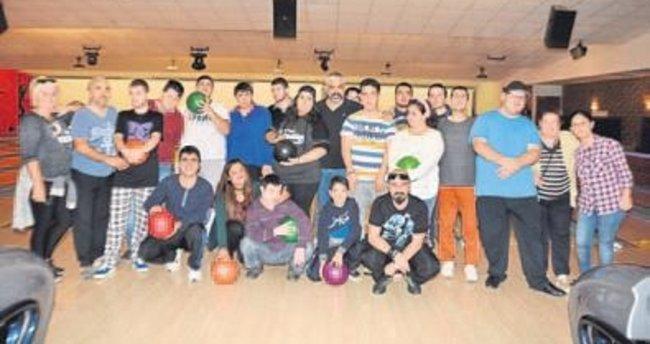 Genç yeteneklerin bowling turnuvası