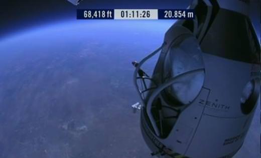 Çılgın paraşütçü rekor kırdı