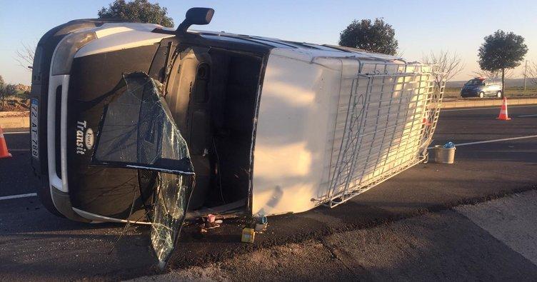 Lastiği patlayan minibüs devrildi: 12 yaralı