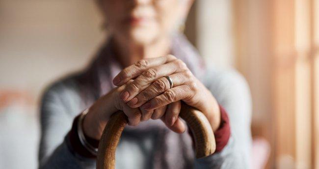 65 yaş üstü kişilere evde sosyalleşme imkânı sağlanmalı