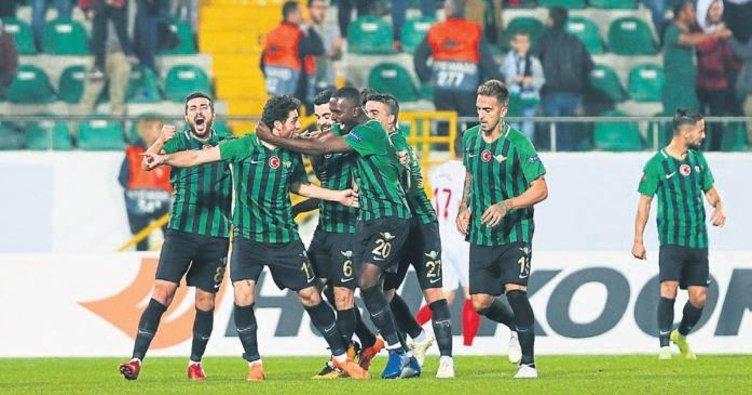 Akhisarspor yenildi ama alkışları topladı