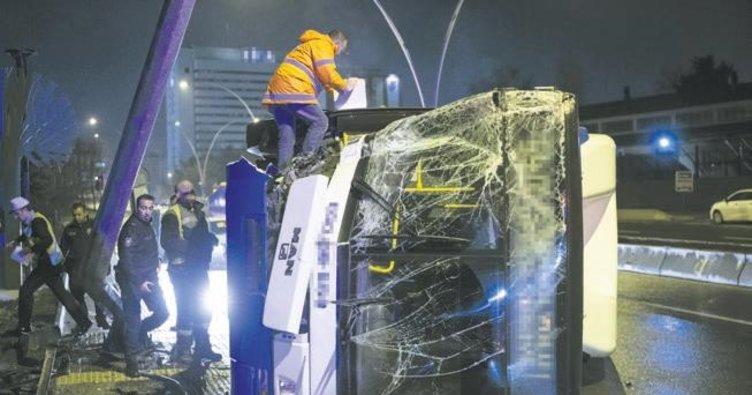 EGO otobüsü devrildi, şoför yaralandı