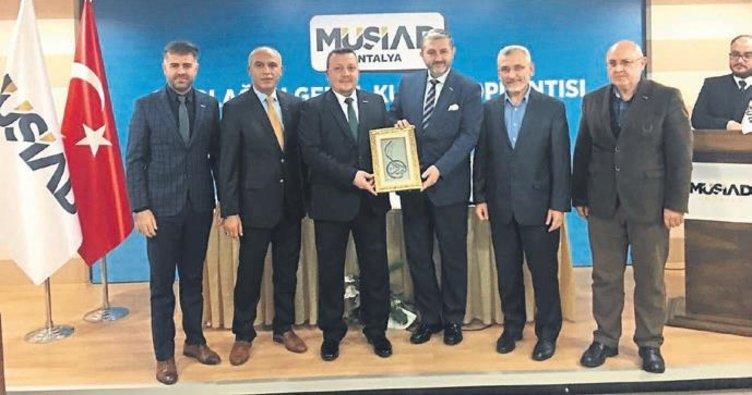 MÜSİAD Antalya'da görev değişimi