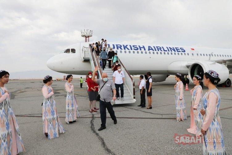 THY'nin İstanbul-Fergana seferini yapan ilk tarifeli uçağı Özbekistan'da törenle karşılandı